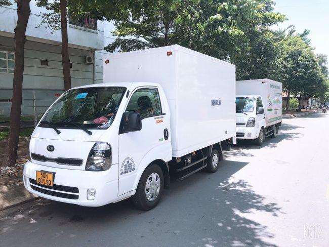 Taxi tải chở hàng tại quận 1 thùng kín đảm bảo an toàn cho hàng hóa.