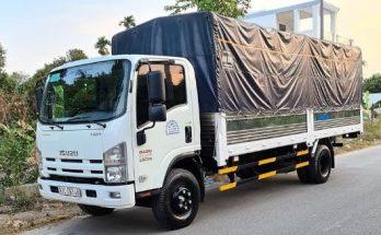 xe tải vận chuyển hàng hóa và đồ đạc