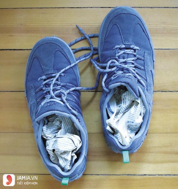 Nới rộng giày chật