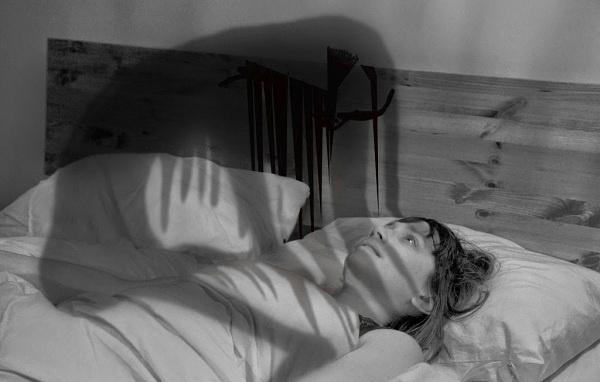 Đang ngủ bị bóng đè: